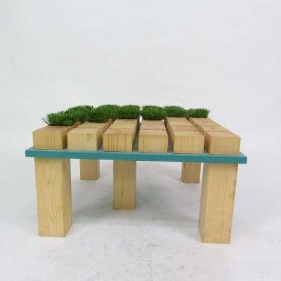 Tavolino in legno massello con inserti in erba