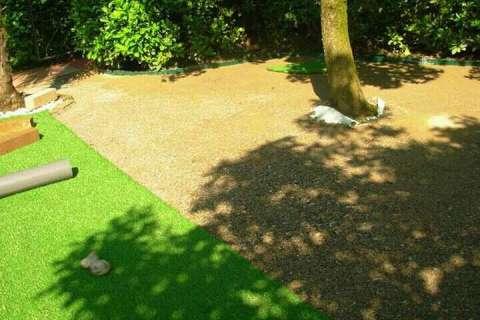 Erba Sintetica: Come posare un tappeto di erba sintetica